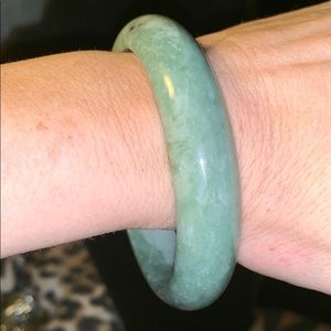 Solid Green Jade Bangle